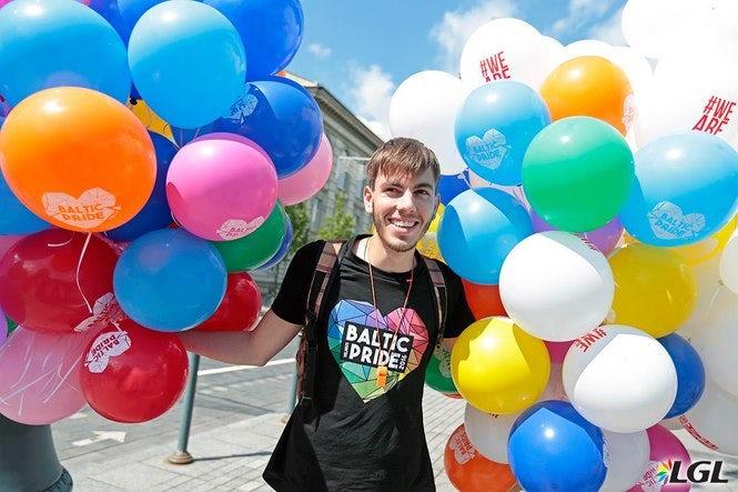För första gången någonsin liknande årets baltiska Prideparad för jämlikhet inte en riktig krigszon. (Bild: Augusto Didžgalvio, www.lgl.lt)