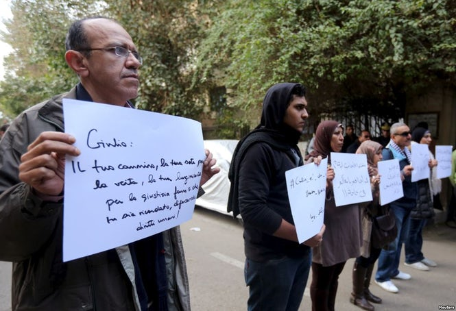 Protestuotojai priešais Egipto ambasadą Romoje reikalauja tiesos ir teisingumo Giulio Regeni.