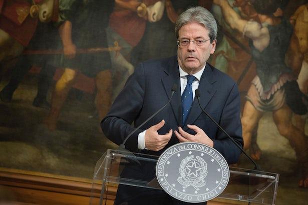 Premier Włoch Paolo Gentiloni popiera zmianę prawa i podkreśla, że nadszedł czas, aby chronić dzieci. (Image: Associazioni cristiane lavo/Flickr)
