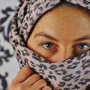Portrait eyes headscarf face head woman view 2059089.jpg?ixlib=rails 0.3