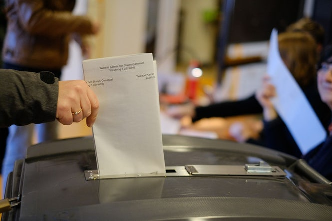 A voting form is put in a ballot box during the 2017 general election. The OSCE criticized both the large size of the ballot and its small font. (Image: Sebastiaan ter Burg)