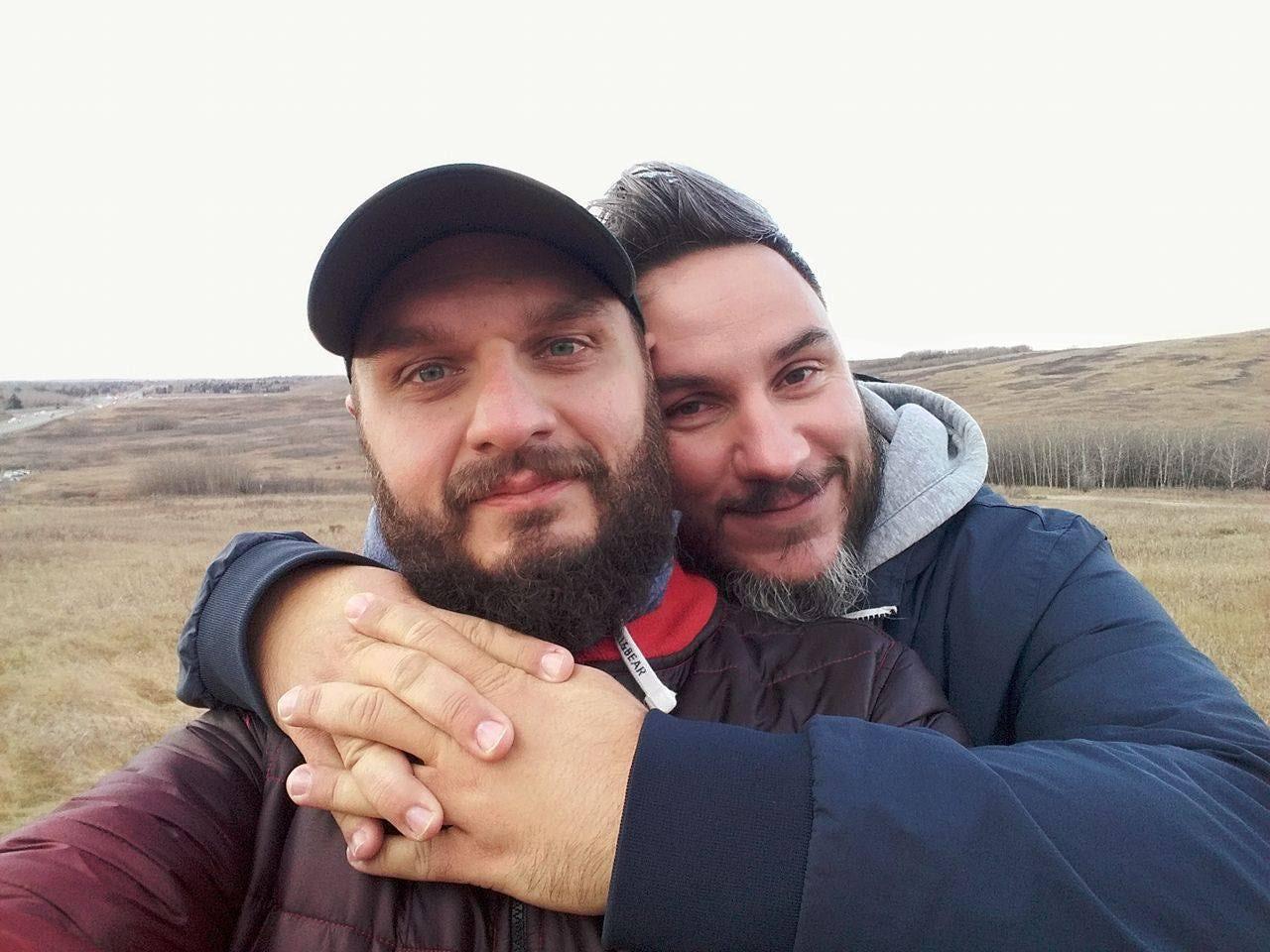 """Boban och Adam säger att de som aktivister har en """"plikt att tala ut om det homofobiska våld vi stått inför."""""""