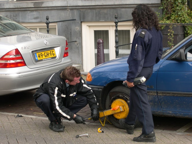 Parking machines in Amsterdam still require a VRN, and authorities still give tickets when it's withheld. (Image: Frank Stjerne)