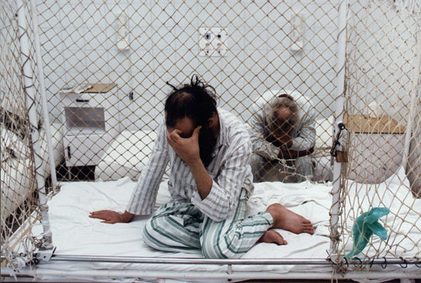 Los pacientes de un hospital psiquiátrico sufren humillación a diario. (Imagen: cchrint.org)